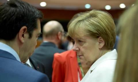 Τηλεδιάσκεψη Τσίπρα με Μέρκελ και Φάιμαν για την προσφυγική κρίση