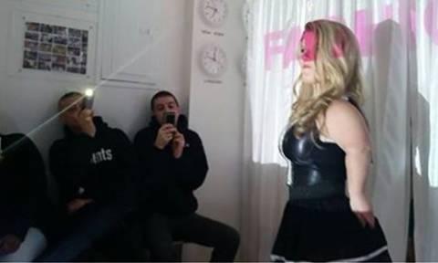 Γαλλία: Τοπ μόντελ ύψους κάτω του... 1,30 πρωταγωνίστησαν σε επίδειξη μόδας στο Παρίσι