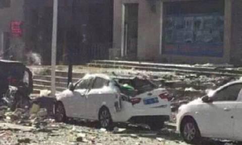 Εικόνες καταστροφής στην Κίνα: Τέσσερις νεκροί από έκρηξη φιάλης σε διαμέρισμα (video)
