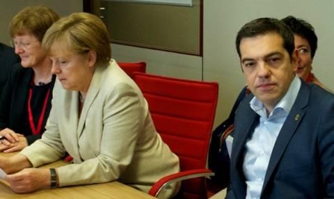 Προσφυγικό: Τι συζήτησαν τηλεφωνικά Τσίπρας, Μέρκελ και Φάιμαν
