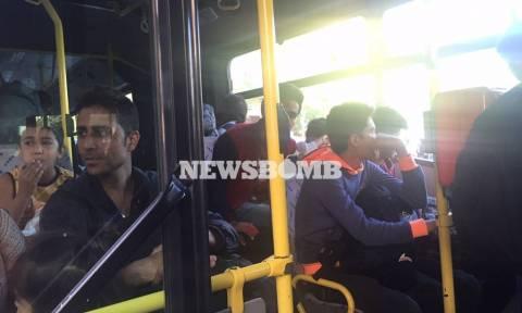 Αστικά λεωφορεία θα μεταφέρουν πρόσφυγες και μετανάστες στις προσωρινές δομές φιλοξενίας