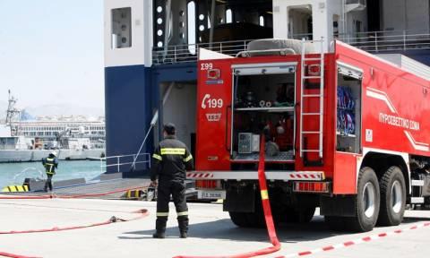 Φωτιά σε πλοίο στη Δραπετσώνα