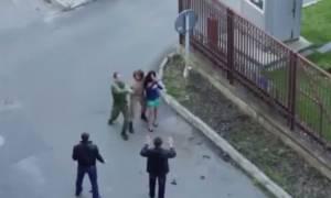 Στρατιώτης ήρωας σώζει θύμα απαγωγής. Δεν φαντάζεστε ωστόσο τη συνέχεια! (video)