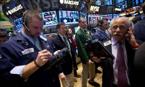 Wall Street: Οι εκτιμήσεις για αναβολή της αύξησης των επιτοκίων της Fed «εκτόξευσε» τους δείκτες