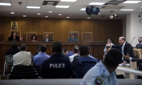 Διεκόπη η δίκη της ΧΑ - «Λύγισε» κατά την κατάθεσή της η αδερφή του Παύλου Φύσσα