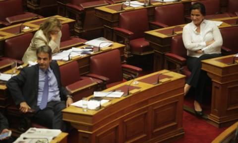 Προγραμματικές δηλώσεις: Ένταση, «κοκορομαχίες» και αντεγκλήσεις στη Βουλή