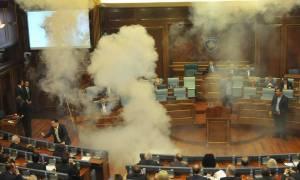 Κόσοβο: Βουλευτής πέταξε δακρυγόνο σε συνεδρίαση της Βουλής