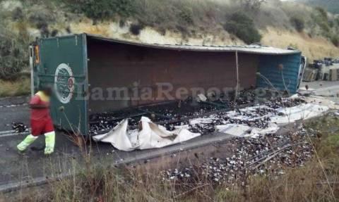 Φθιώτιδα: Ανατροπή νταλίκας στον παράδρομο Προσκυνά - Μαλεσίνα (pics)