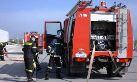 Πυρκαγιά ξέσπασε σε φορτηγίδα στο Πέραμα
