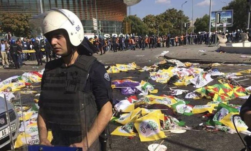 Σοκ στην Τουρκία: Δεκάδες νεκροί από βομβιστική επίθεση (pics&video) (2)