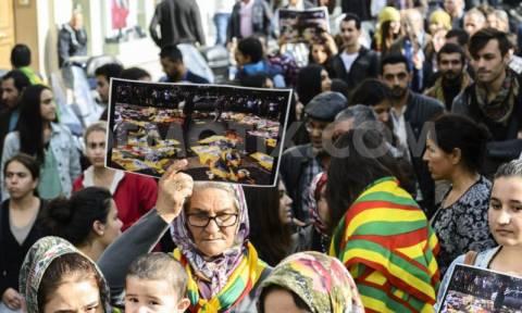 Εκατοντάδες διαδηλωτές σε Παρίσι και Ζυρίχη μετά την βομβιστική επίθεση στην Άγκυρα (photos)