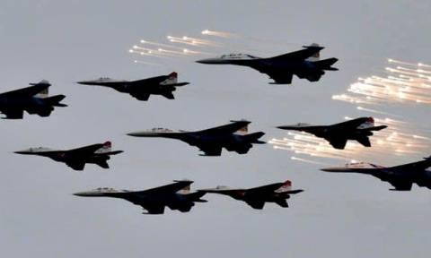 Αδιάκοποι οι βομβαρδισμοί της Ρωσίας κατά του ΙΚ – Παρελαύνει ο συριακός στρατός