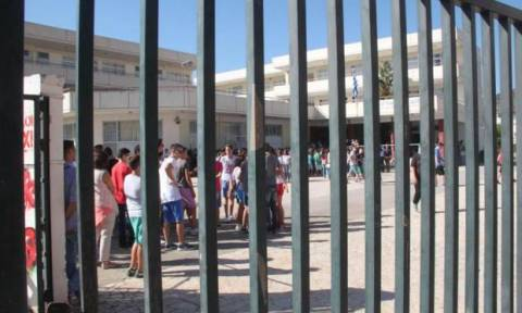 Ρέθυμνο: Μαθητής εισέβαλε με μαγκούρα στο γραφείο Διευθυντή σχολείου