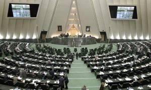 Ιράν: Εγκρίθηκε από το κοινοβούλιο η συμφωνία για το πυρηνικό πρόγραμμα