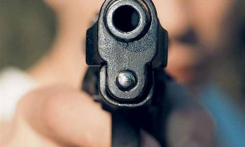 Εφιάλτης για έναν 31χρονο – Του έβαλαν το πιστόλι στον κρόταφο μέρα-μεσημέρι