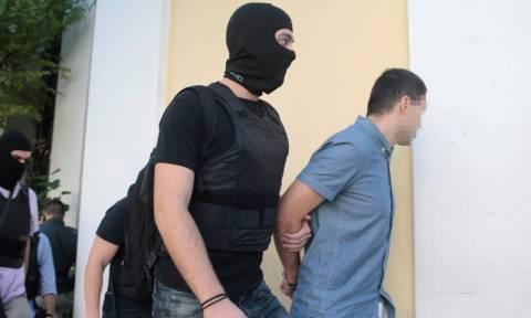 Στον ανακριτή ο κατηγορούμενος για τρομοκρατία που παραδόθηκε