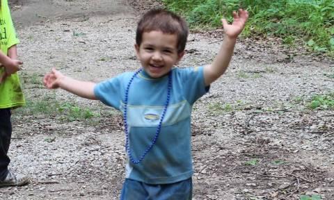 Μήνυσε τον 8χρονο ανιψιό της γιατί έτρεξε να την αγκαλιάσει ή κάπως έτσι