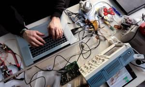 Χάκερς έκλεψαν εκατομμύρια λίρες από τραπεζικούς λογαριασμούς