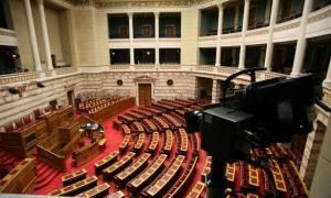 Βουλή: Εγκρίθηκε από τις Επιτροπές το πολυνομοσχέδιο για τα προαπαιτούμενα