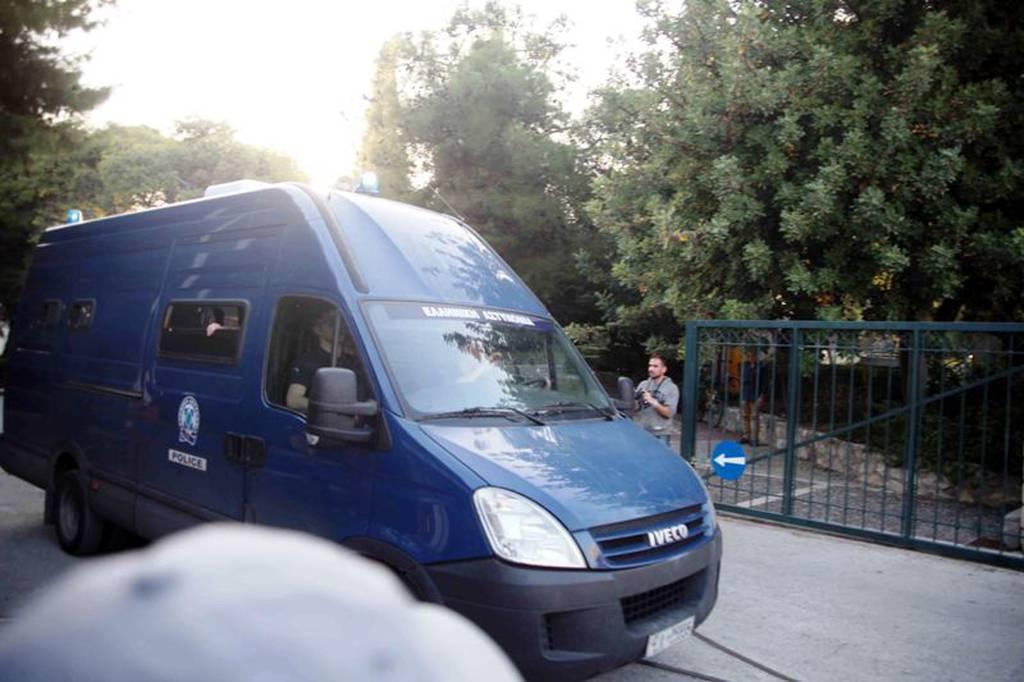 Στον Κορυδαλλό μεταφέρθηκε η Βίκυ Σταμάτη για να  αποφυλακιστεί (pics)