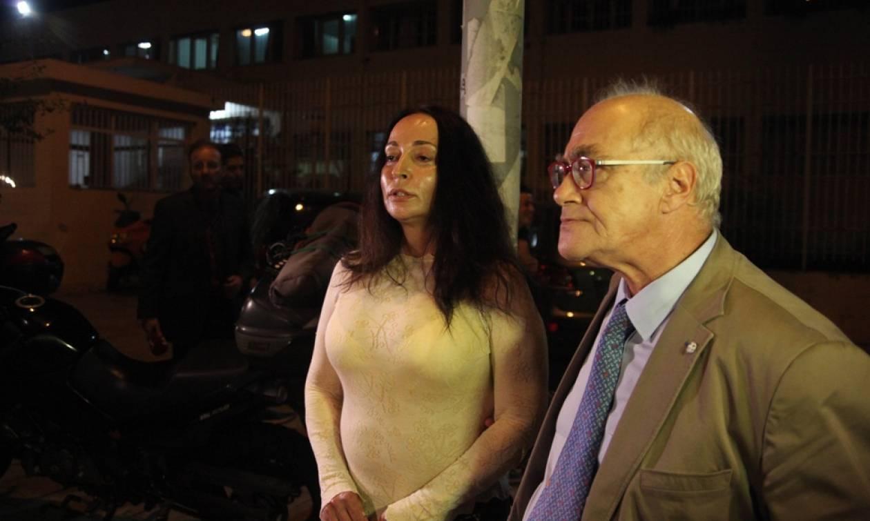 Αποφυλακίστηκε η Βίκυ Σταμάτη (photos)