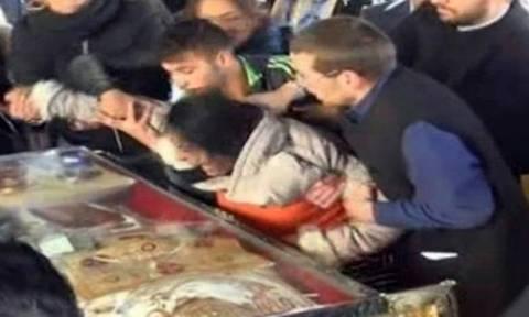 Σάλος με εξορκισμό δαιμονισμένης στη Ρουμανία (video)