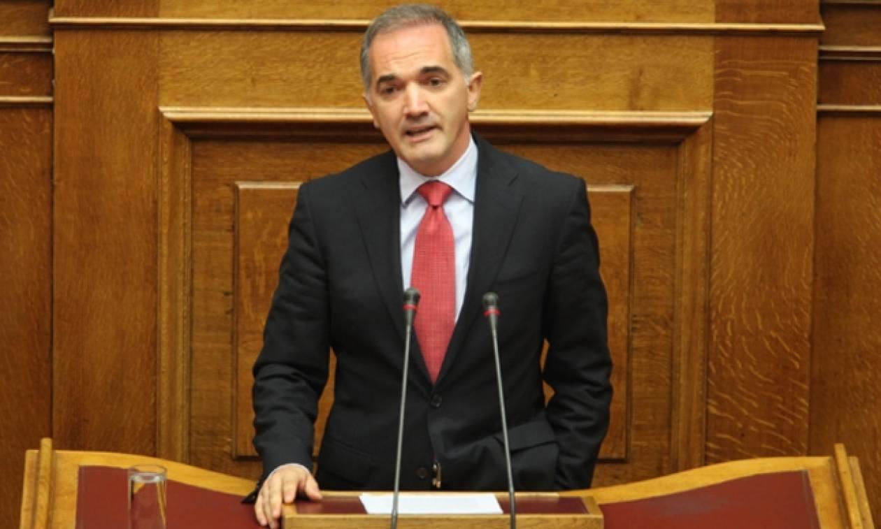 Σαλμάς προς κυβέρνηση: «Δεν μπορεί να μοιράζει η τρόικα τη φαρμακευτική δαπάνη»