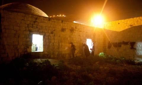 Παλαιστίνιοι βάζουν φωτιά σε ιερό τόπο για τους Εβραίους στη Δυτική Όχθη (photo)