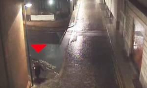 Σοκαριστικό βίντεο: Βιαστής κουβαλάει 24χρονη λίγο πριν της επιτεθεί