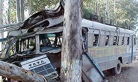 Σύγκρουση λεωφορείων με 15 νεκρούς στην Ινδία
