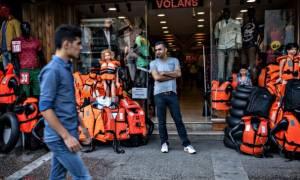 Οι διακινητές στην Τουρκία ρίχνουν τις τιμές λόγω κακού καιρού στο Αιγαίο