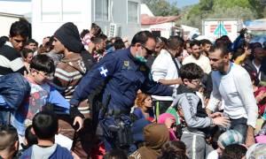 Λέσβος - Συγκλονιστική αφήγηση: «Κάποιοι προσπαθούν το ακατόρθωτο στα κέντρα κράτησης» (pics)