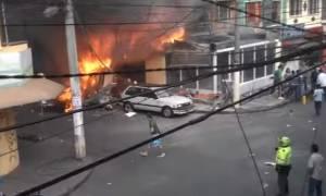 Κολομβία: Πέντε νεκροί από συντριβή αεροσκάφους σε κατοικημένη περιοχή (video)