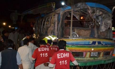 Πακιστάν: 11 νεκροί και 23 τραυματίες από έκρηξη βόμβας σε λεωφορείο