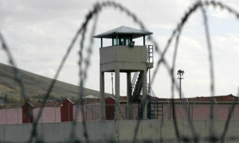 Κομοτηνή: Έκρυψε ναρκωτικά στα ρούχα του παιδιού της για να τα περάσει στη φυλακή