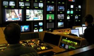 Μαξίμου: Σε ολοκληρωτική απώλεια ψυχραιμίας τα κανάλια