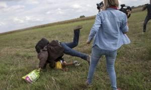 Η εικονολήπτρια από την Ουγγαρία που κλώτσησε τον πρόσφυγα λέει ότι θα τον μηνύσει