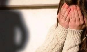 Χειροπέδες σε καθηγητή για σεξουαλική παρενόχληση 15χρονης