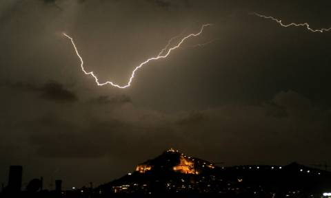 Ισχυρή καταιγίδα πλήττει την Αττική