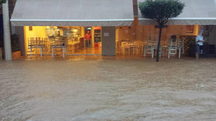 Βροχές και καταιγίδες δημιούργησαν προβλήματα σε Αττική και Ηλεία
