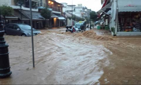 Βροχές και καταιγίδες δημιούργησαν προβλήματα σε Αττική και Ηλεία (photos-video)