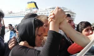 Ξεπέρασαν τους 2.000 οι πρόσφυγες που έφτασαν σήμερα Πέμπτη στον Πειραιά