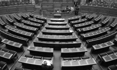 Της... οργάνωσης στη Βουλή: Από τις 11 επίκαιρες ερωτήσεις απαντήθηκε μόνο μία!