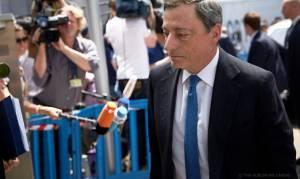 Ντράγκι: Τα capital controls θα χαλαρώσουν μόνον εάν εφαρμοστεί το μνημόνιο