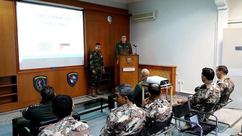 Επίσκεψη Ιορδανών Αξιωματικών στη Σχολή Διαβιβάσεων (pics)