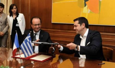 Президенту Франции вручена золотая медаль греческого парламента с изображением Перикла