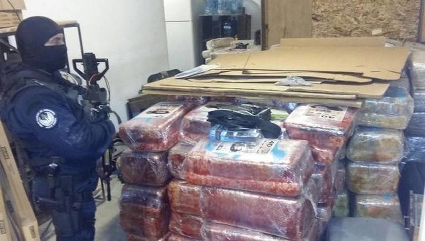 Αστυνομικοί ανακάλυψαν υπόγειο τούνελ γεμάτο με ναρκωτικά (pics&vid)