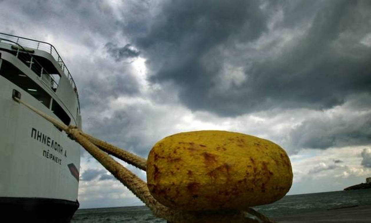 Δεμένα τα πλοία στα λιμάνια λόγω ισχυρών ανέμων