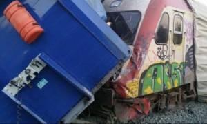 Τέσσερις τραυματίες από σύγκρουση νταλίκας με τρένο