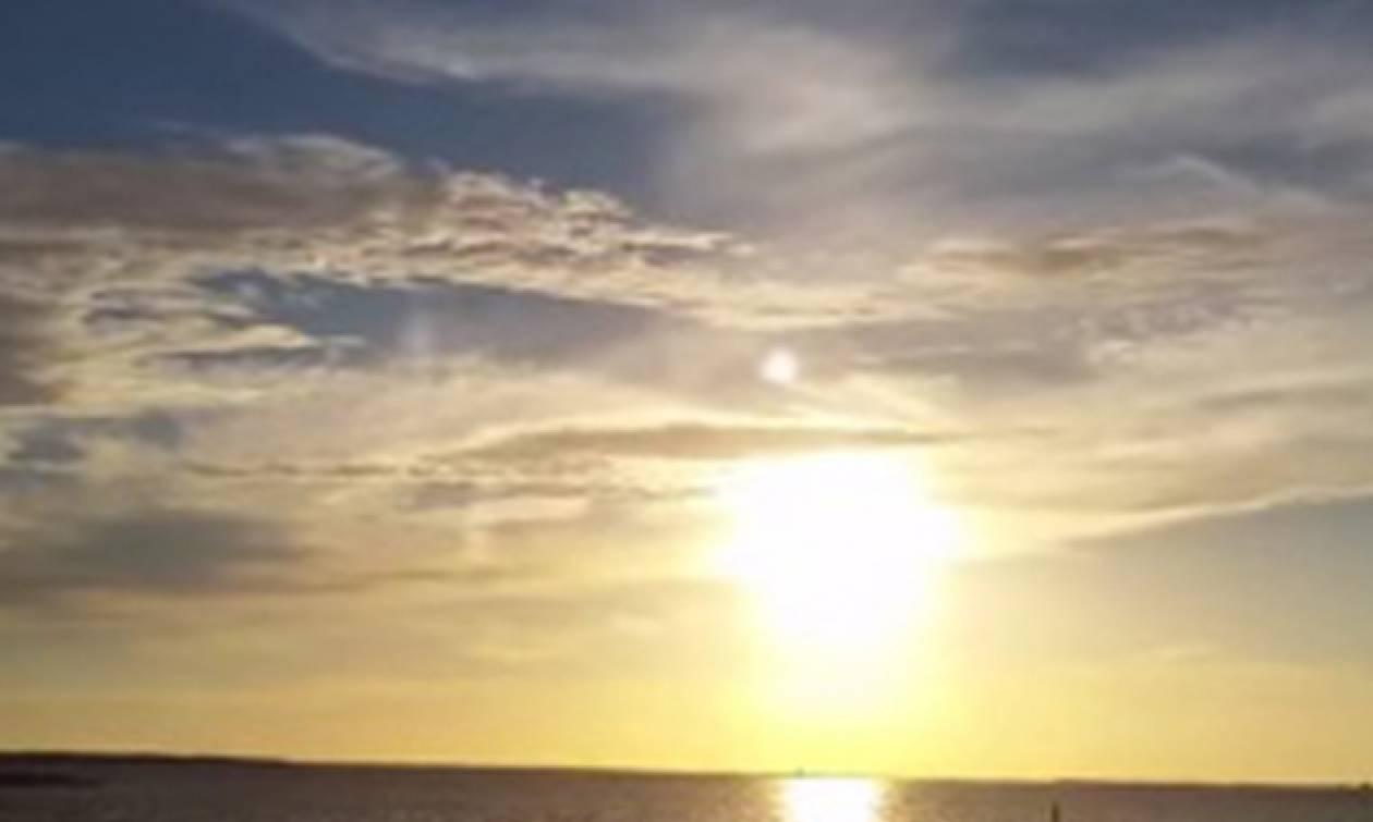 Κανείς δεν ξέρει τι ήταν η μυστηριώδης «σφαίρα» που εμφανίστηκε στον ουρανό (video)